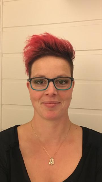 Patricia, haarstyliste/     barbier/ nagelstyliste en visagiste - Kapper bij Scheertje Norg
