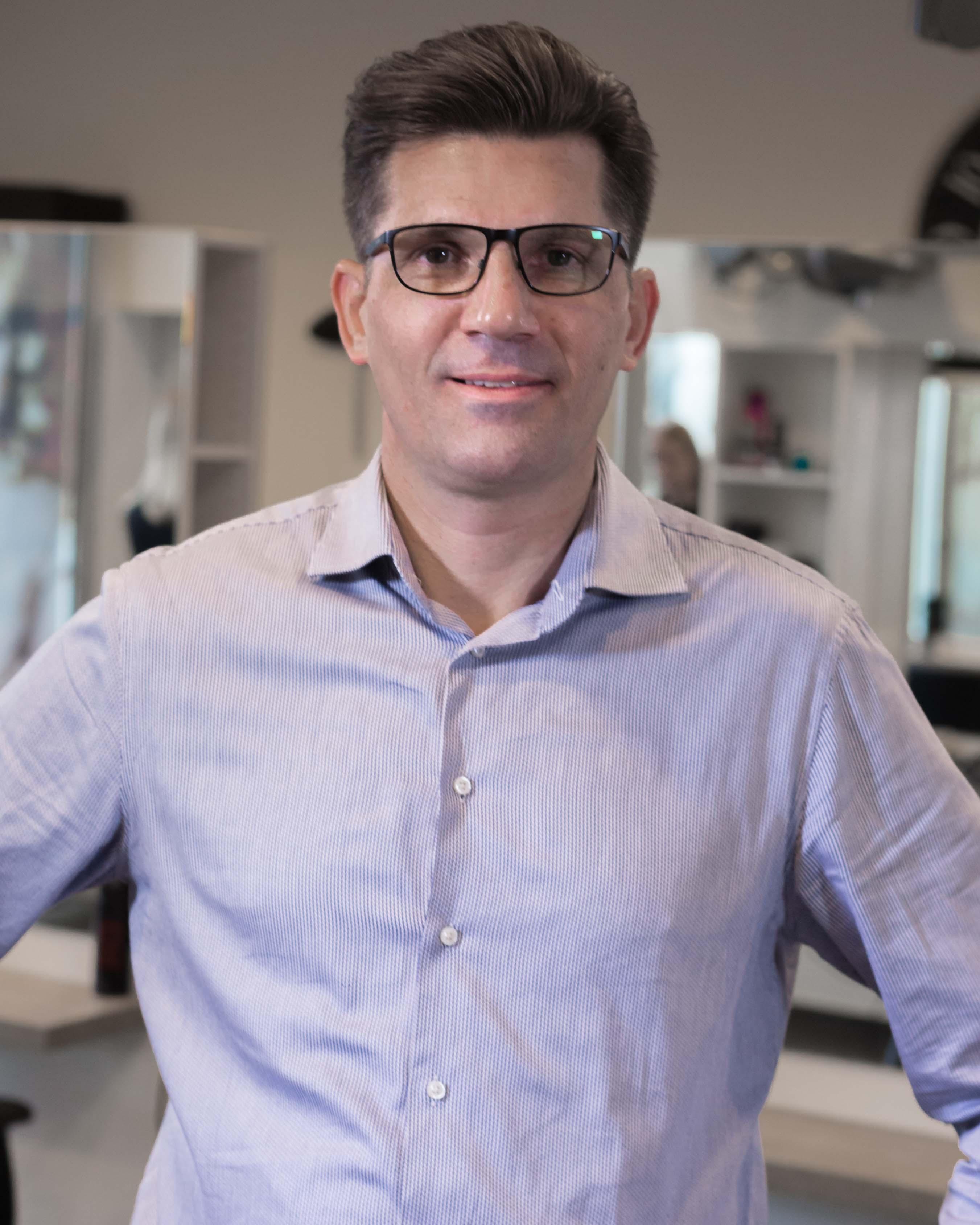 Léon - Kapper bij Hairstyling Hélène Stellendam