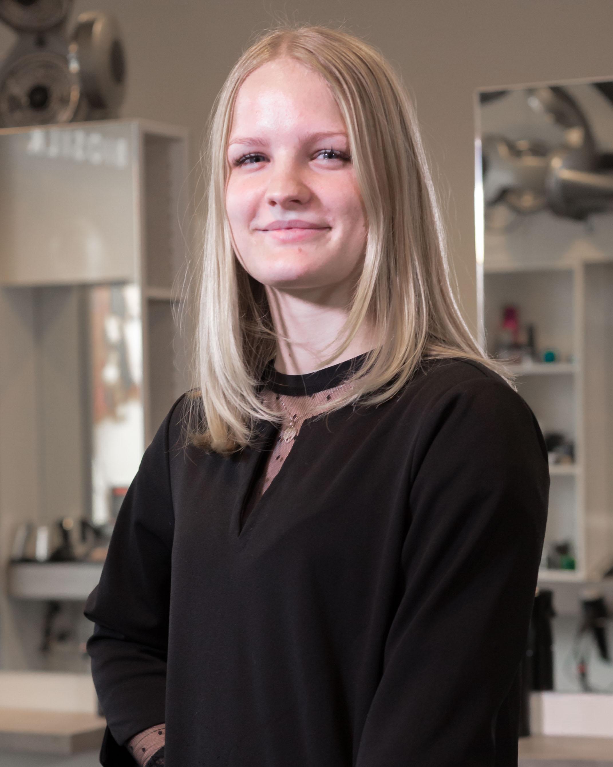 Nikki - Kapper bij Hairstyling Hélène Stellendam