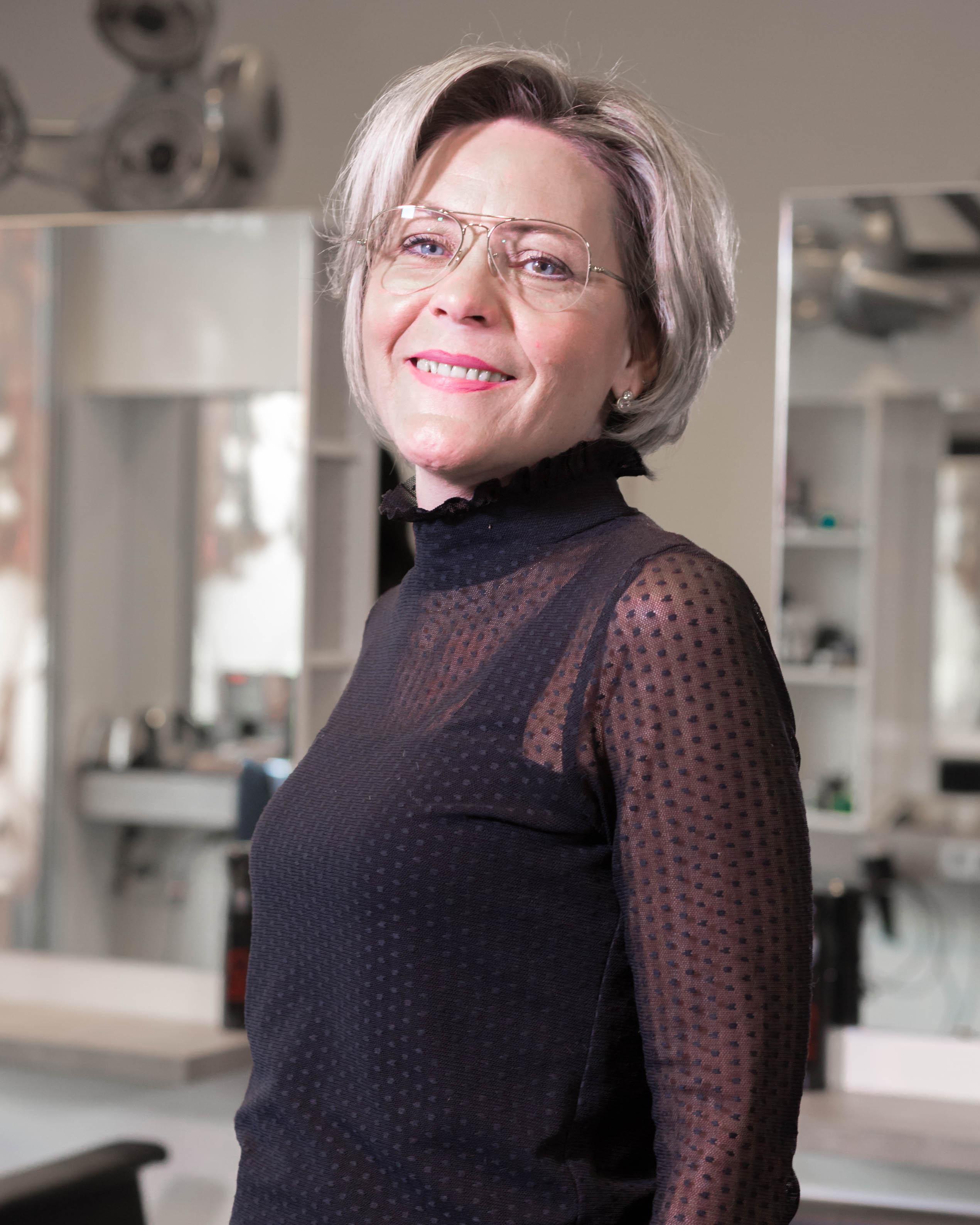 Hélène - Kapper bij Hairstyling Hélène Stellendam