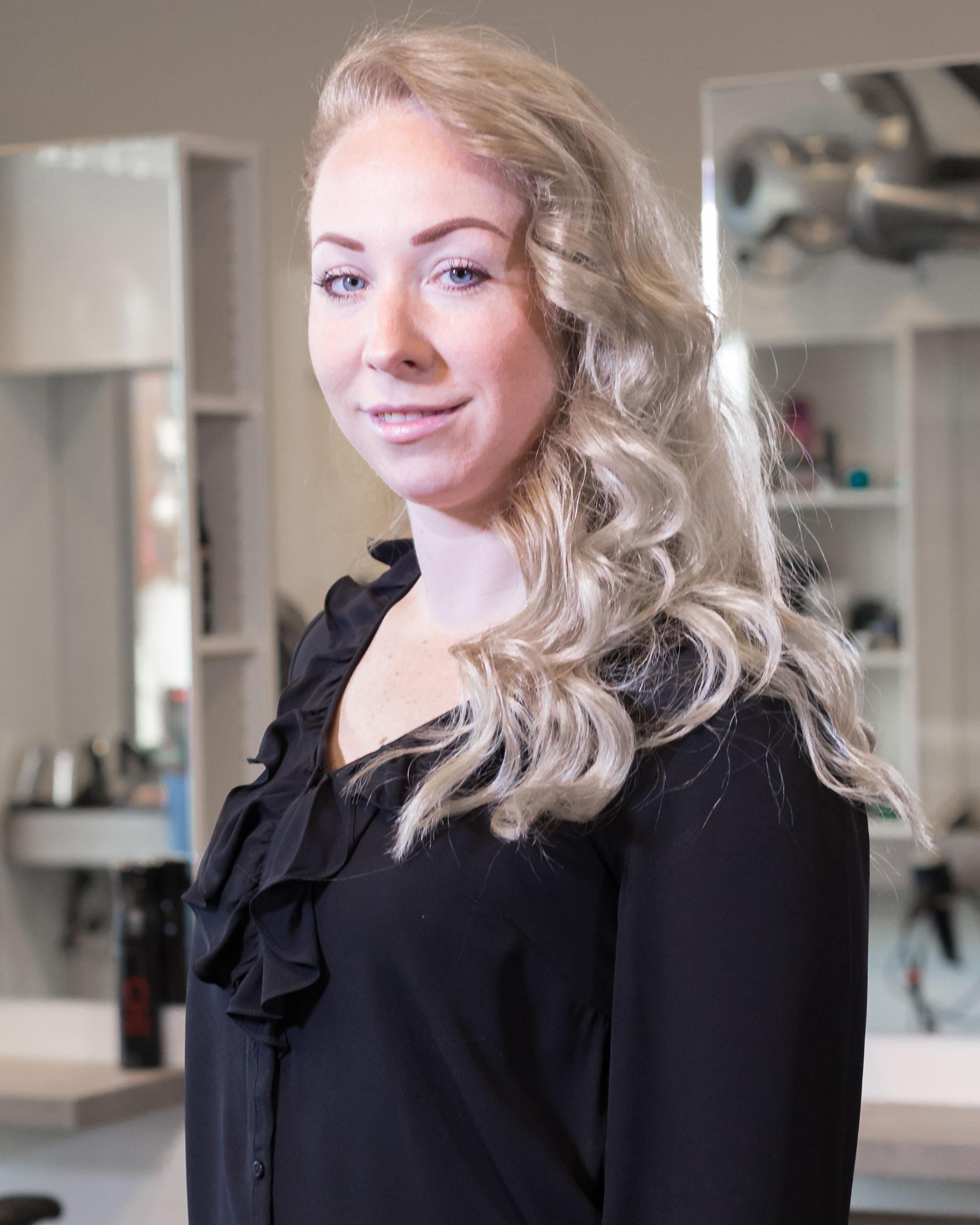 Inez - Kapper bij Hairstyling Hélène Stellendam